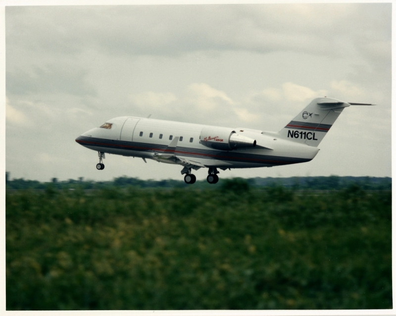 Canadair Challenger 601-3A in flight